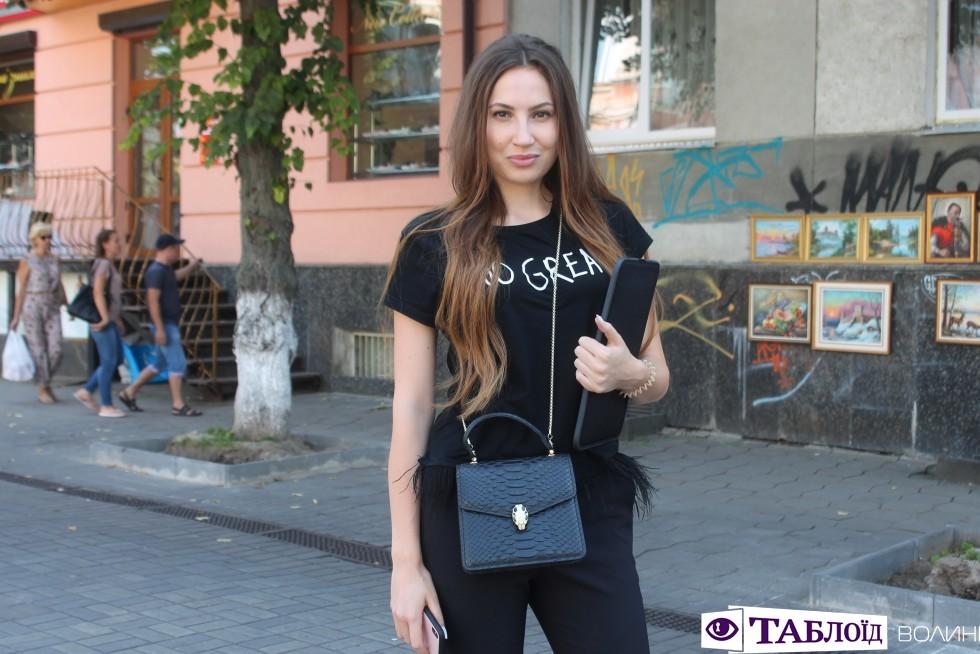 Вулична мода Луцька  що не варто одягати цієї осені de1111bea8903