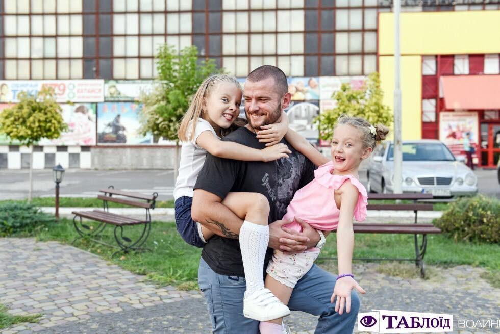 Луцькі тати: Олег Хом'як з Евеліною та Неонілою