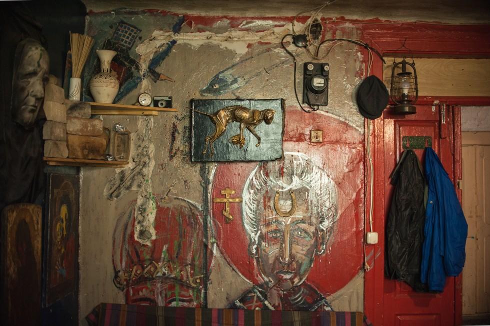 Спальня і майстерня художника Дениса Мозговенка.