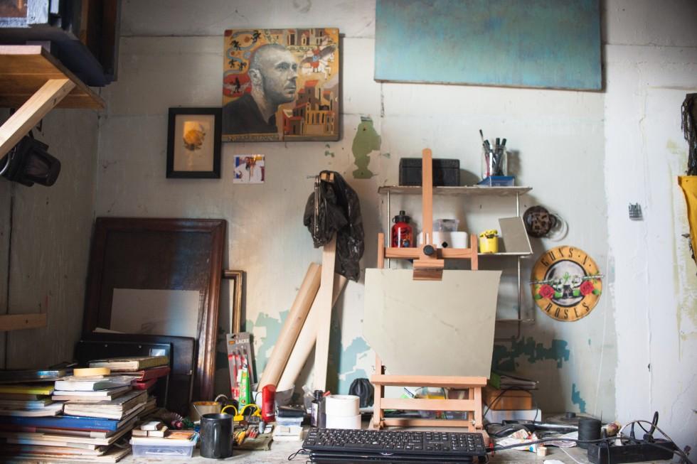 Робоче місце художника Артема Лук'янчука.