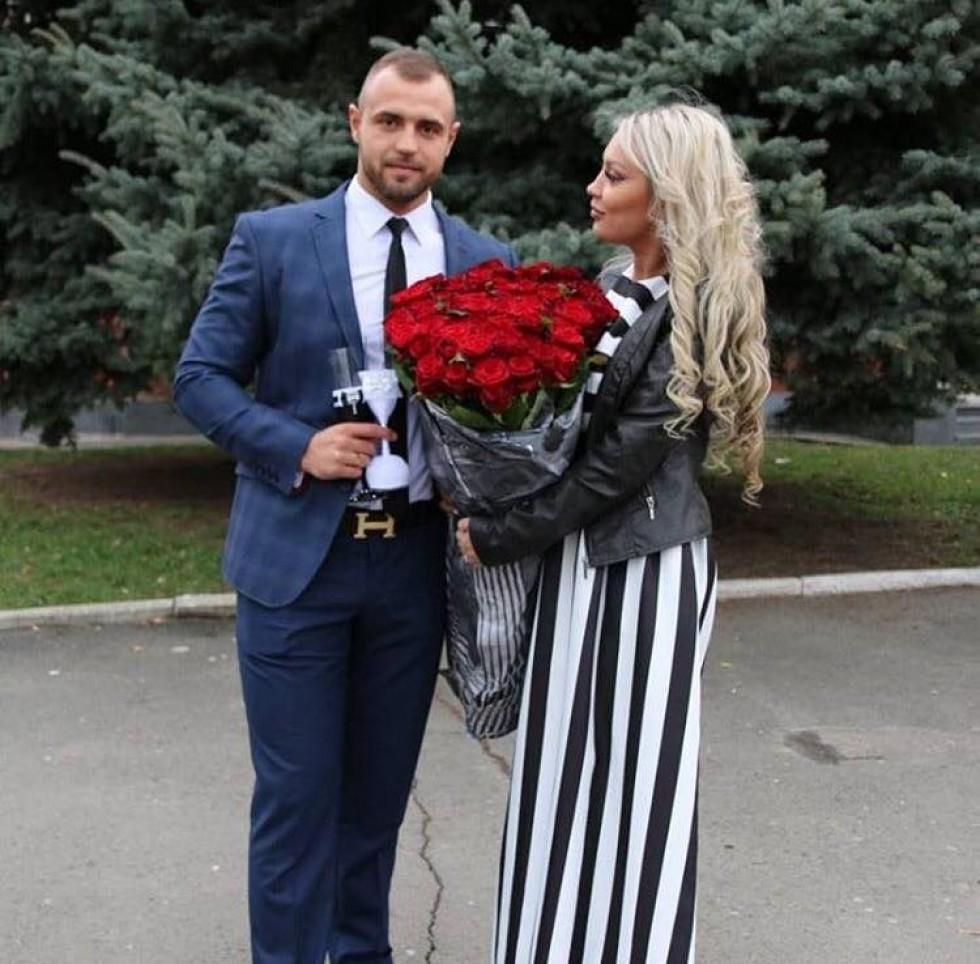 9112d50e387867 Власниця відомої студії татуажу Юліана Дружиніна привітала свого чоловіка з  річницею весілля в Інстаграм.