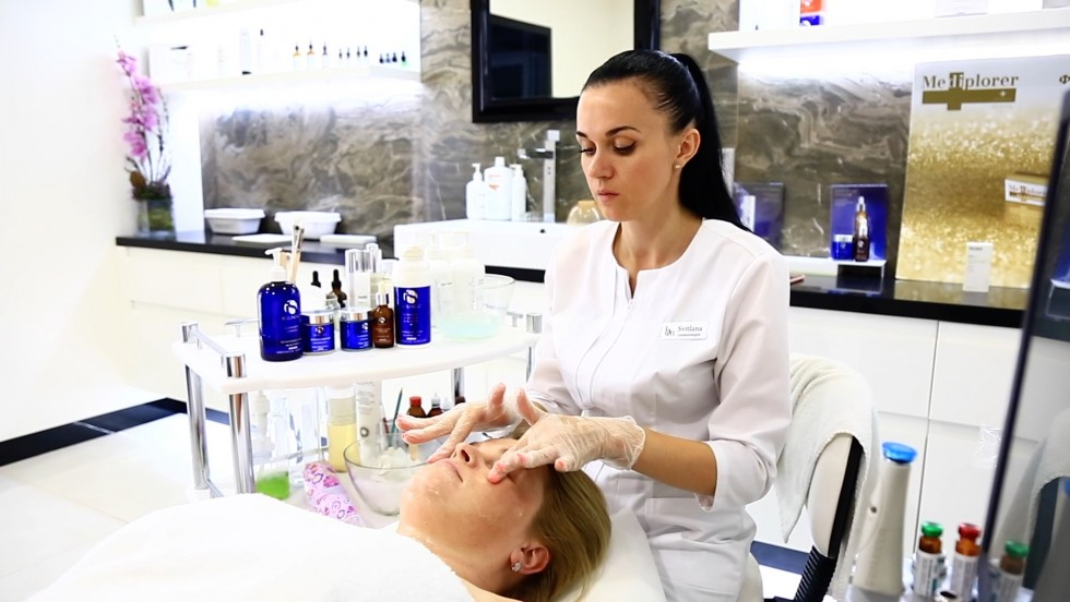 Запитай у косметолога: Світлана Мельник про підліткові процедури та молодіжну косметику