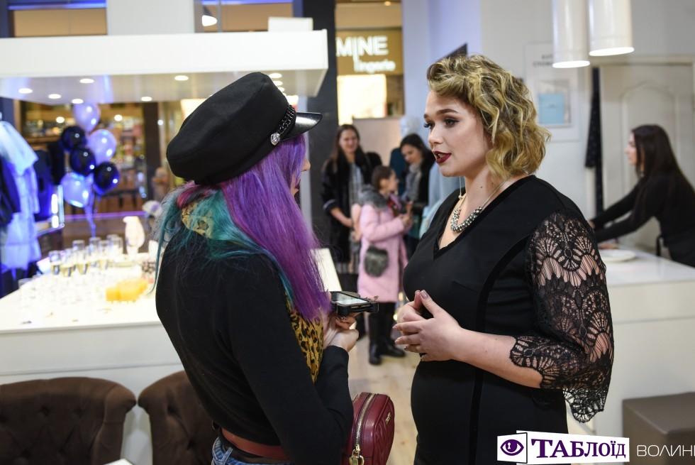 Дівчата презентували одяг для пишних та розкішних і з задоволенням розповіли про компліменти.