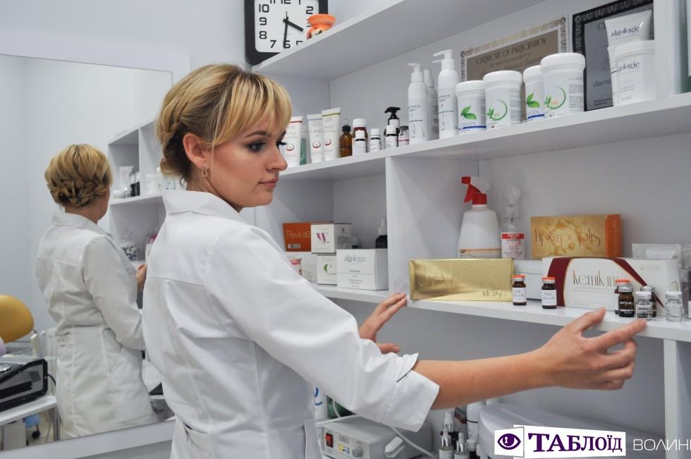 Косметолог з вищою медичною Ольга Дворянська, яка працює в салоні Le Mark