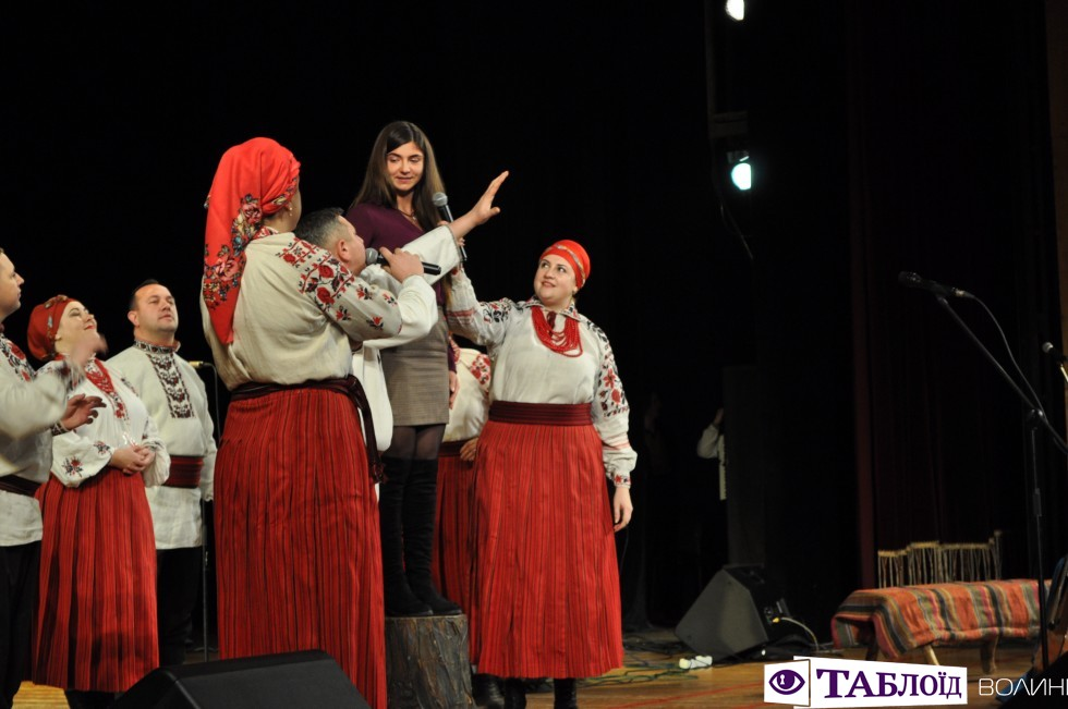 Гурти «Чачка» та «Давня» казка влаштували у Драмтеатрі справжні ворожіння на судженого та запальну українську гулянку.