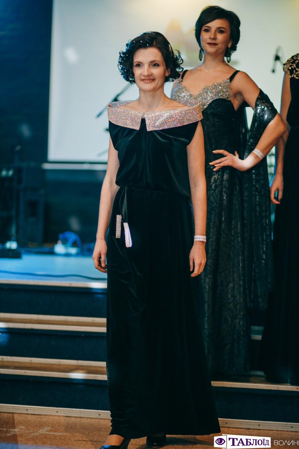 Викладачі приміряли сукні дизайнерки Анни Дідух