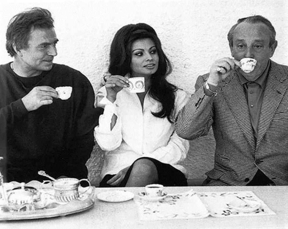 Джеймс Мейсон, Софі Лорен та Міхал Вашинський  на зйомках «Падіння Західної Римської імперії» (1964 рік)