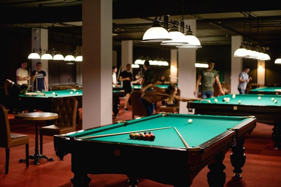 Найбільший зал для гри в більярд на Волині