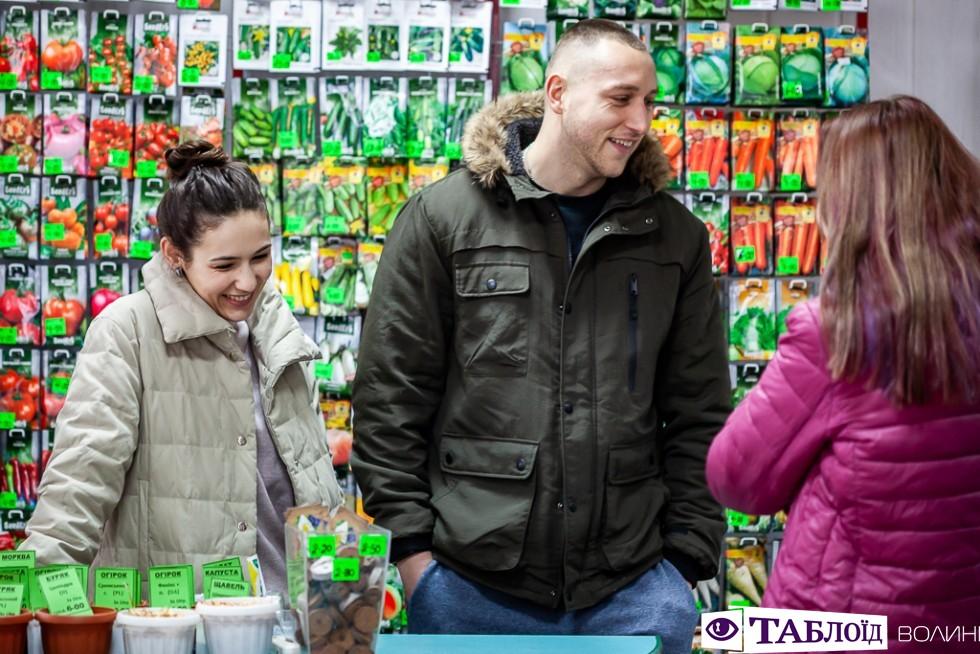 Це магазин «Садівничок» на Варшавському ринку.