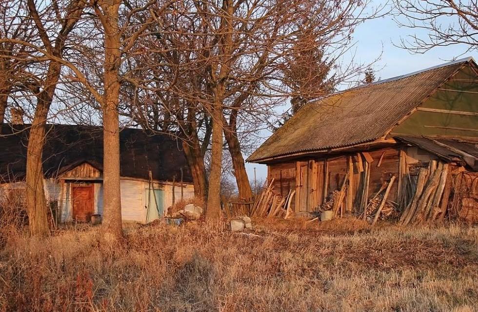 Стара хата на крутому березі Стира