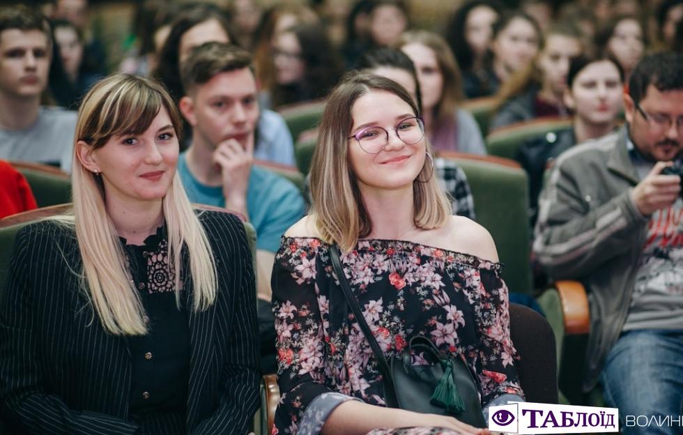 Красені та красуні дня: гості «Міс факультету філології та журналістики 2019»