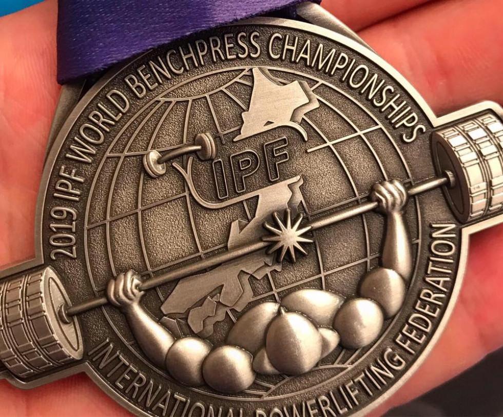 Срібна медаль з жиму лежачи