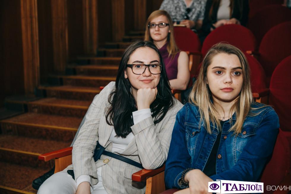 Красені та красуні дня: глядачі студентської «Ліги сміху Волинь»