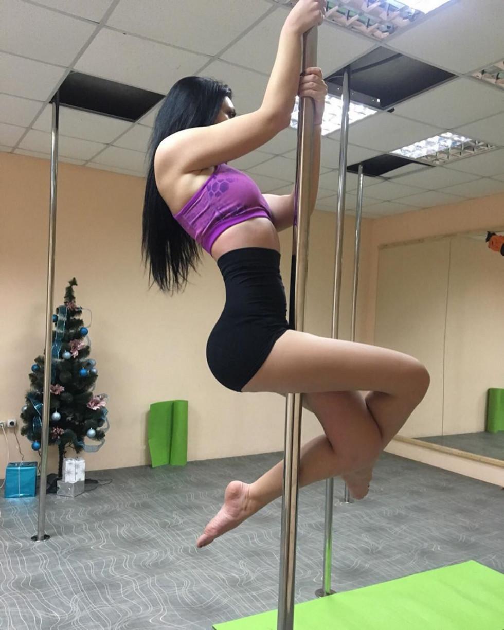 Красуня дня: спокуслива танцівниця Маринам