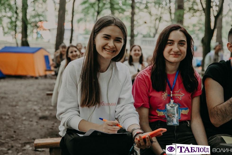 Красені та красуні дня: учасники «Студреспубліки 2019»