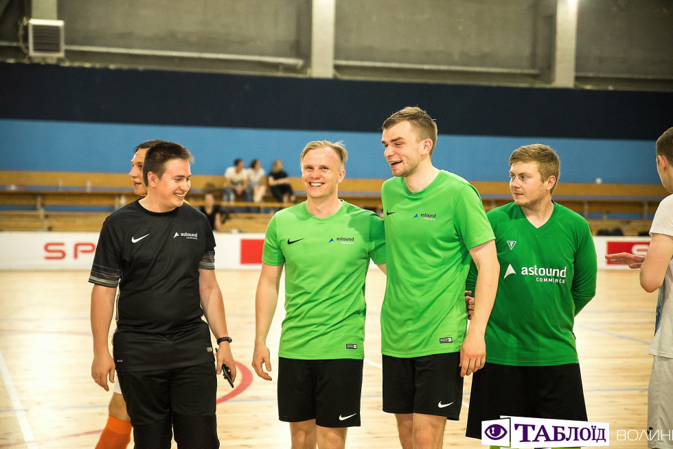 Задоволені гравці Astound Football Cup