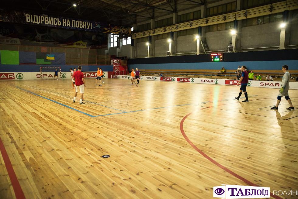 Матч між командами-суперниками на турнірі Astound Football Cup