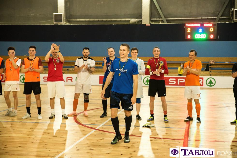 Нагородження гравців футбольного турніру