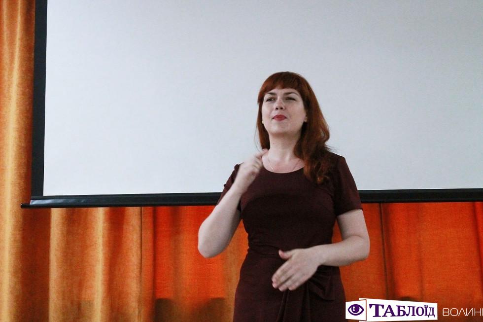У Луцьку українські поети читали вірші мовою жестів