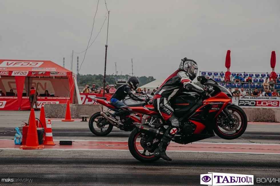 Змагання з дрег-рейсингу під ЛуцькомЗмагання з дрег-рейсингу під Луцьком