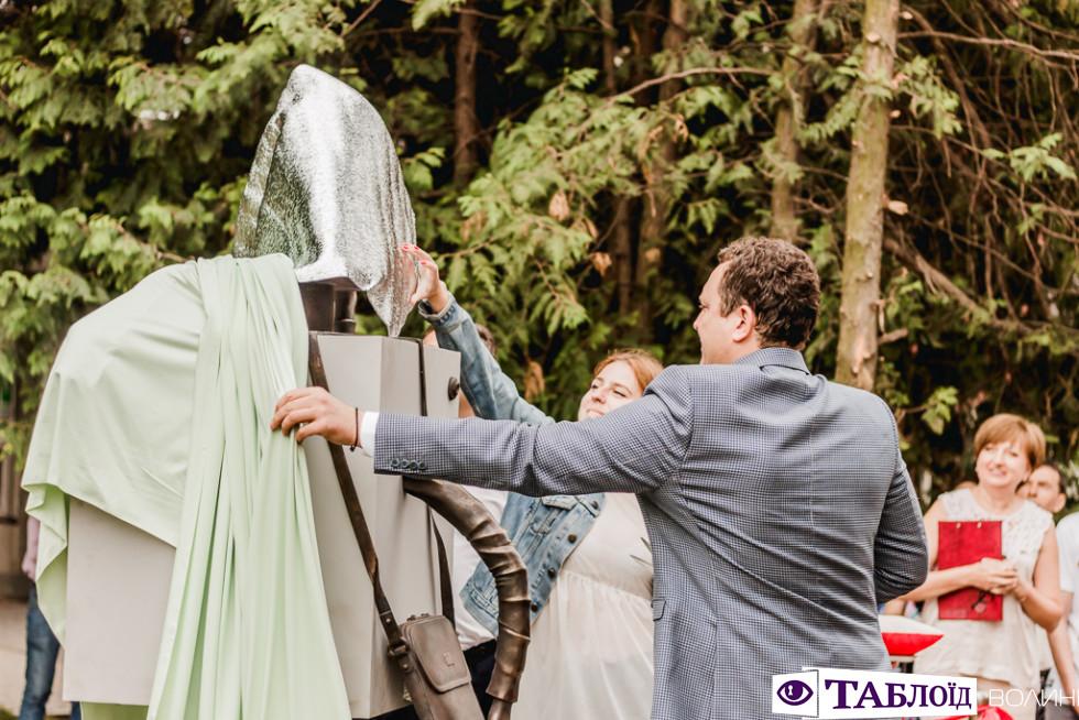Відкриття скульптури студента у Луцькому НТУ