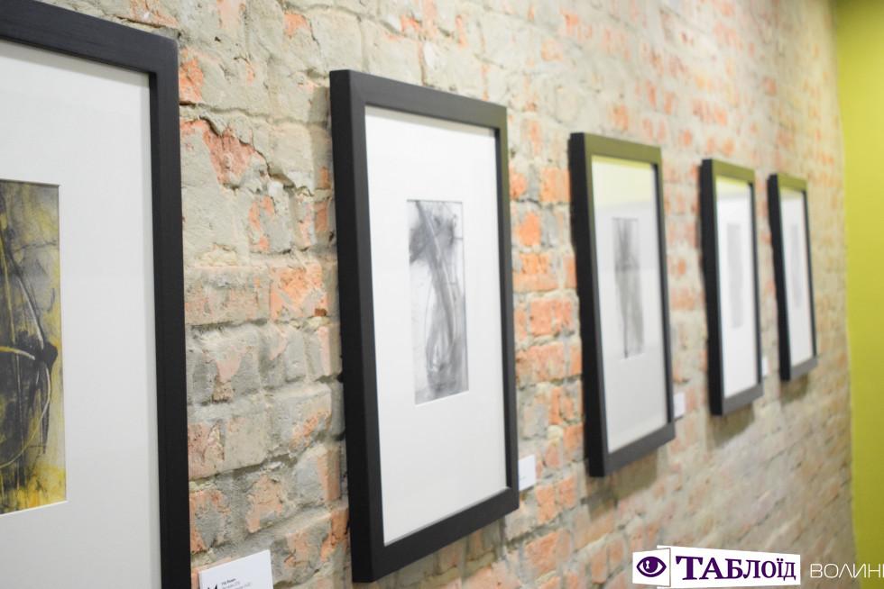 Картини в арт-хостелі «Adrenalin»