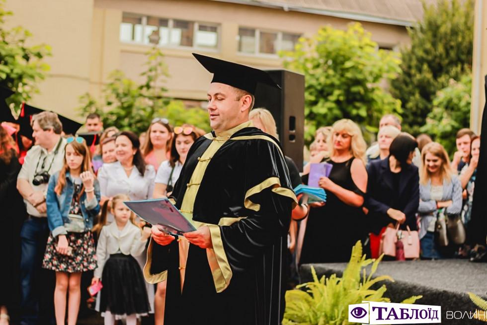 Вручення дипломів бакалавра у Луцькому НТУ