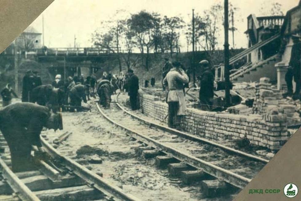 Будується перон головної станції дитячої залізниці, 1950-ті