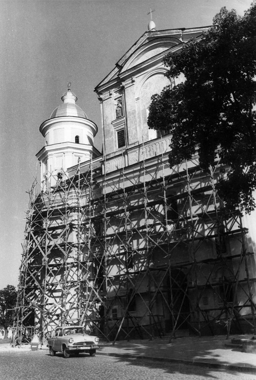 Під час реставрації фасаду костелу, фото з архіву ЛДІКЗ