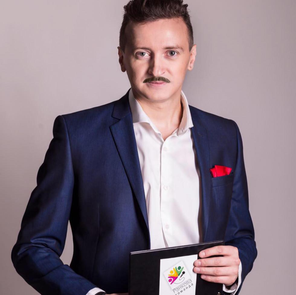 А продюсер Михайло Кузьмич - вилитий гусар!