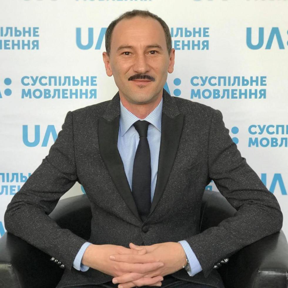 Радіоведучому Сергію Ткачуку новий елемент зовнішності додає солідності