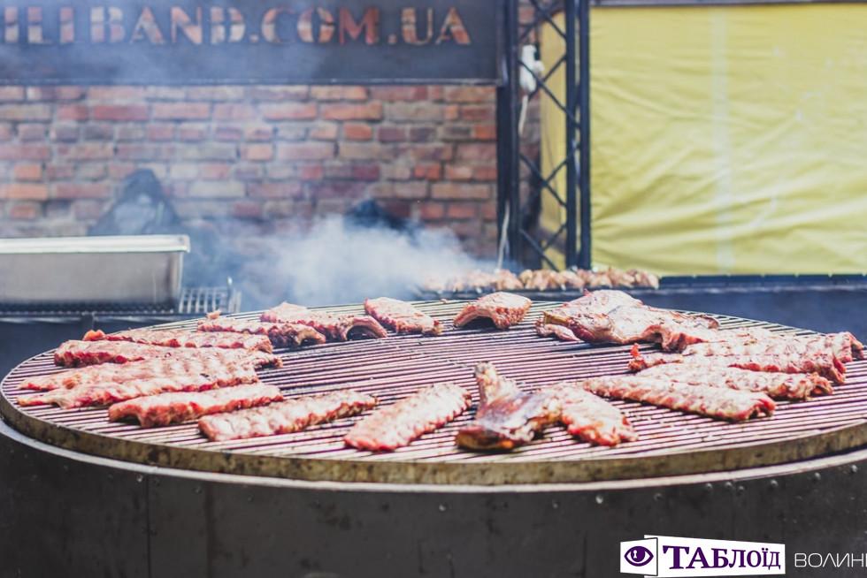 Другий день Фестивалю пива і м'яса у Луцьку