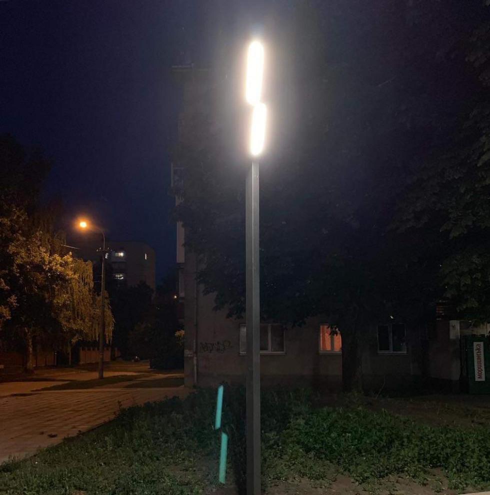 Ліхтарі у луцькому сквері