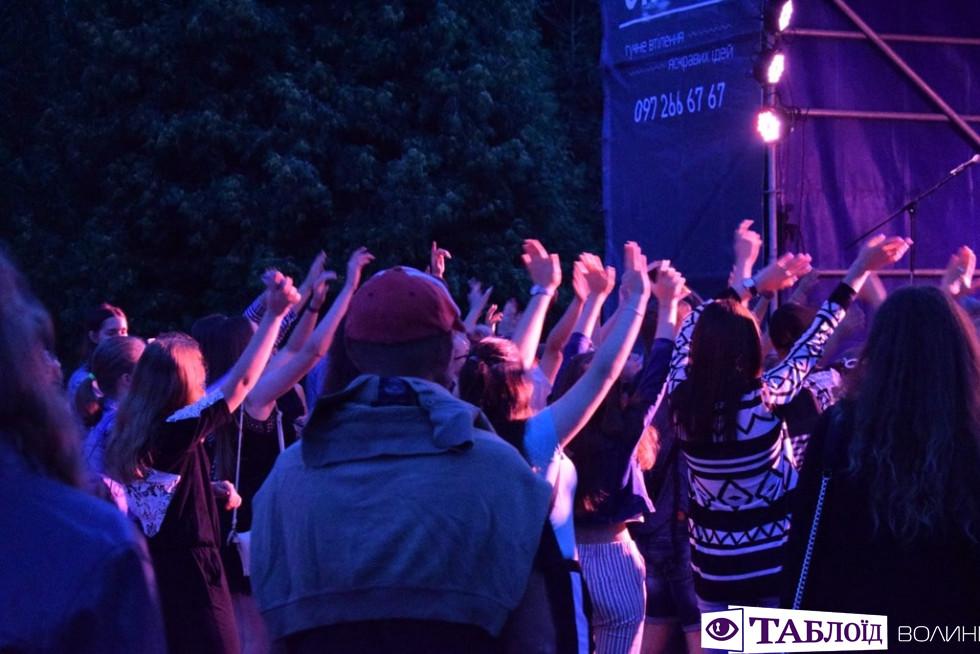 Реп, «Ліга сміху» та фаєр-шоу: як святкували День молоді у Луцьку