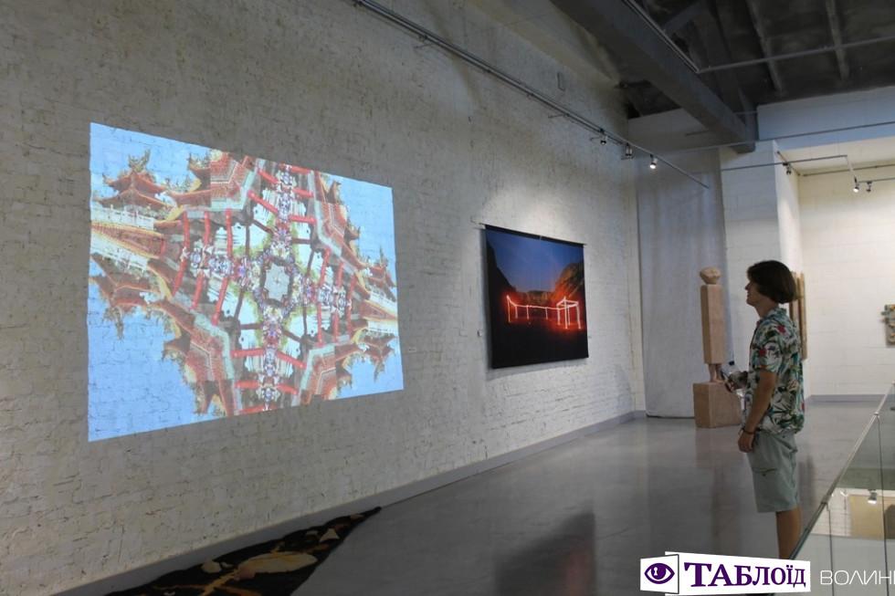 Стів Джобс, вогонь та вода: у Луцьку відбулась виставка сучасного українського символізму. ФОТО