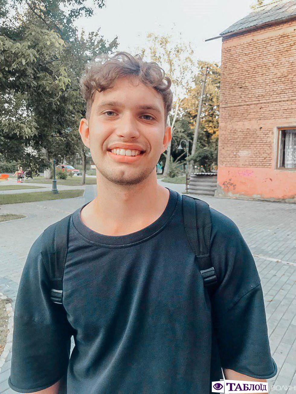 Усміхнений Антон
