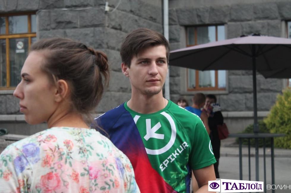 Красуні та красені дня: учасники масштабного півмарафону у Луцьку