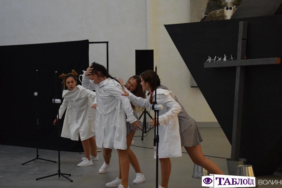 Вистава «Там. Буде. Щастя» у Музеї Корсаків