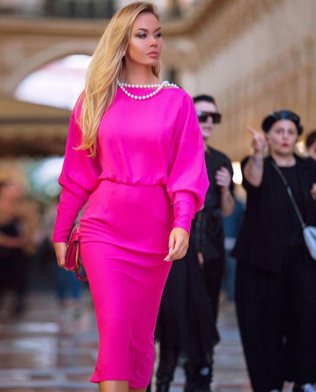 Юлія Федецька – модельєрка, яка на своїх фото демонструє усю красу одягу власного дизайну