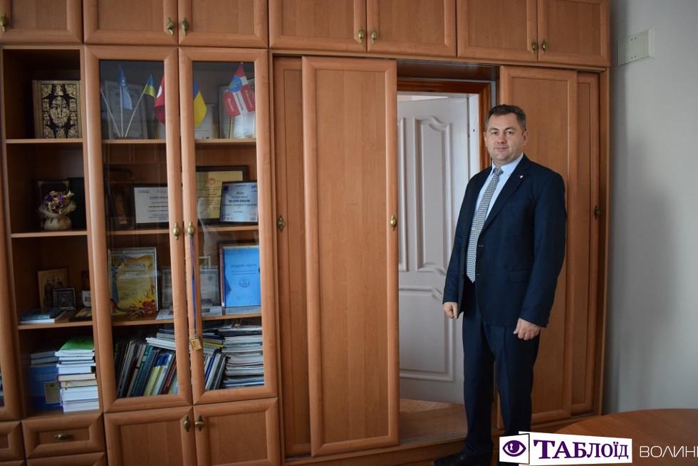 Хата для роботи: «секретна кімната» у кабінеті ректора Луцького НТУ Петра Савчука