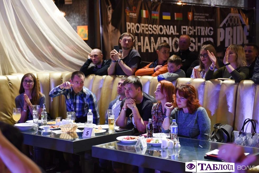Красуні та красені дня: глядачі та учасники ефектних боїв чемпіонату у Луцьку