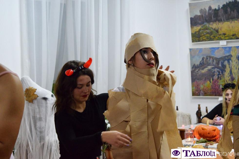 «Пунш Дракули» та «чортова» митниця: як студенти СНУ відсвяткували Хелловін