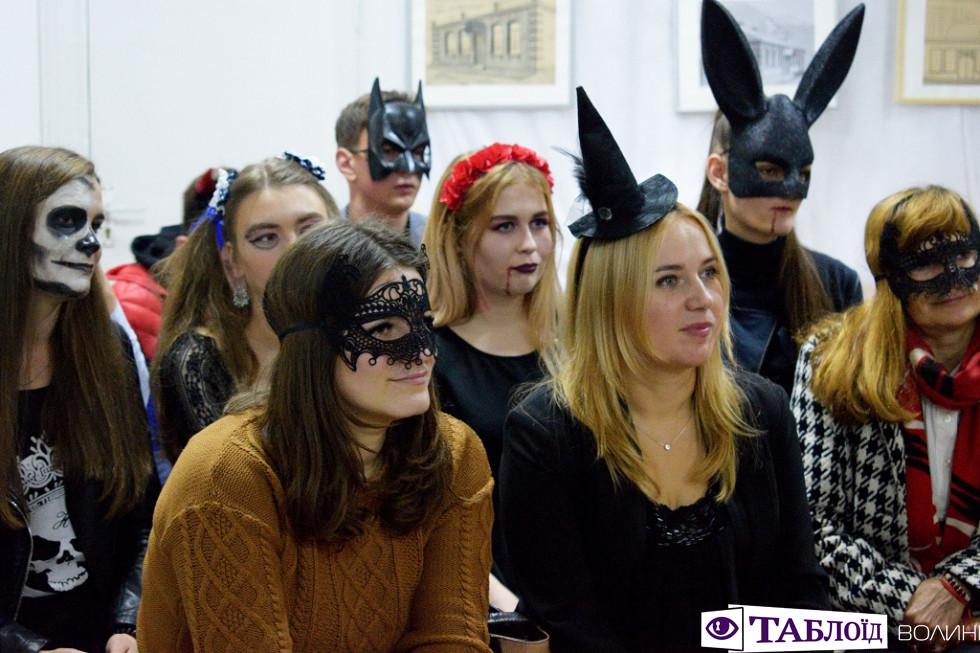 Красуні та красені дня: студенти СНУ святкують Хелловін