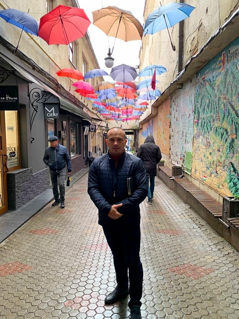 Роман Романюк і парасолі