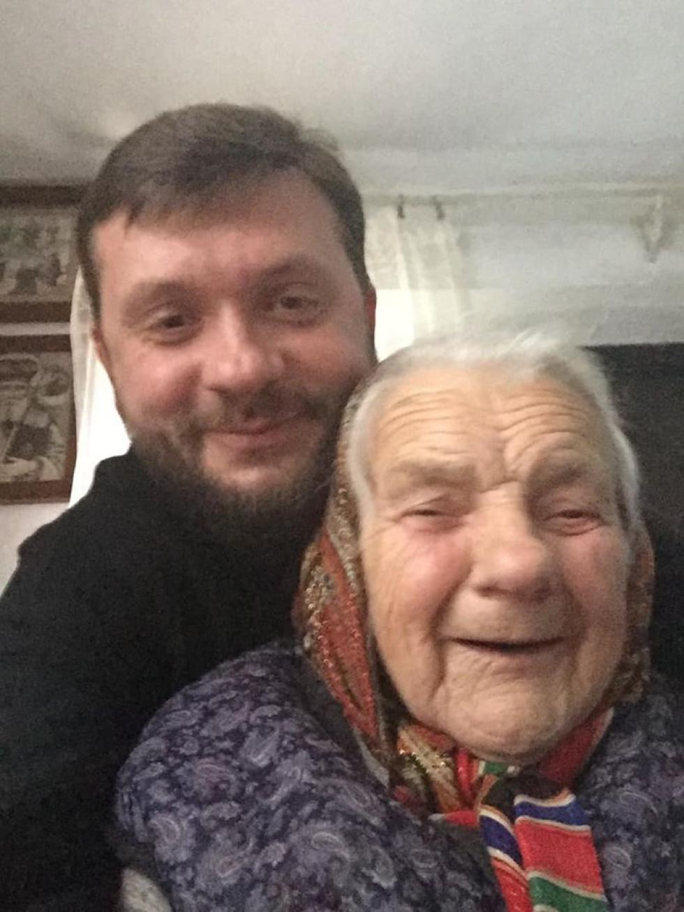 Валентин Марчук з бабусею Надією