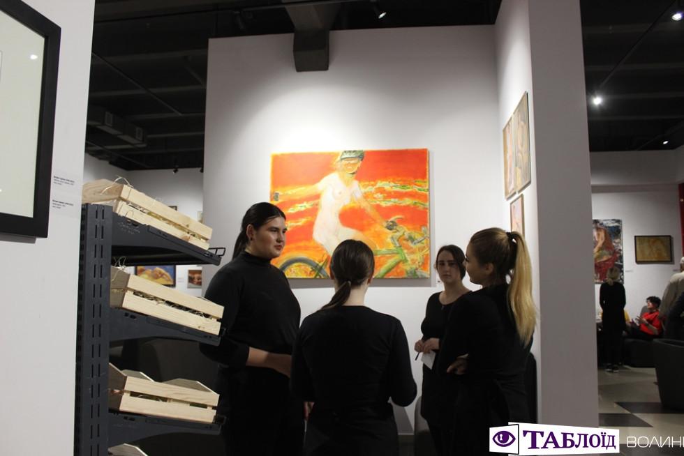 Місце, де збуджує не тільки їжа: у Луцьку запрацював новий ресторан-музей