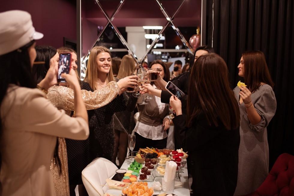 Шампанське та конкурси: як луцький салон Selfie beauty club святкував першу річницю