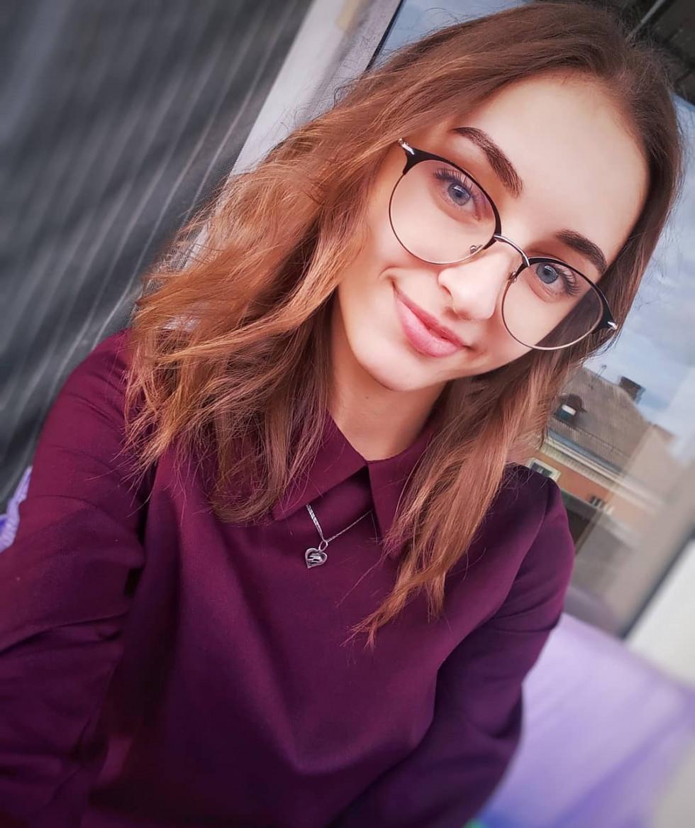 Красуня дня: інтелігентна Олександра