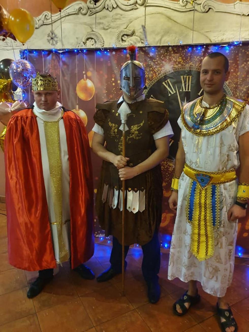 Царі та боги: луцькі муніципали креативно відгуляли корпоратив
