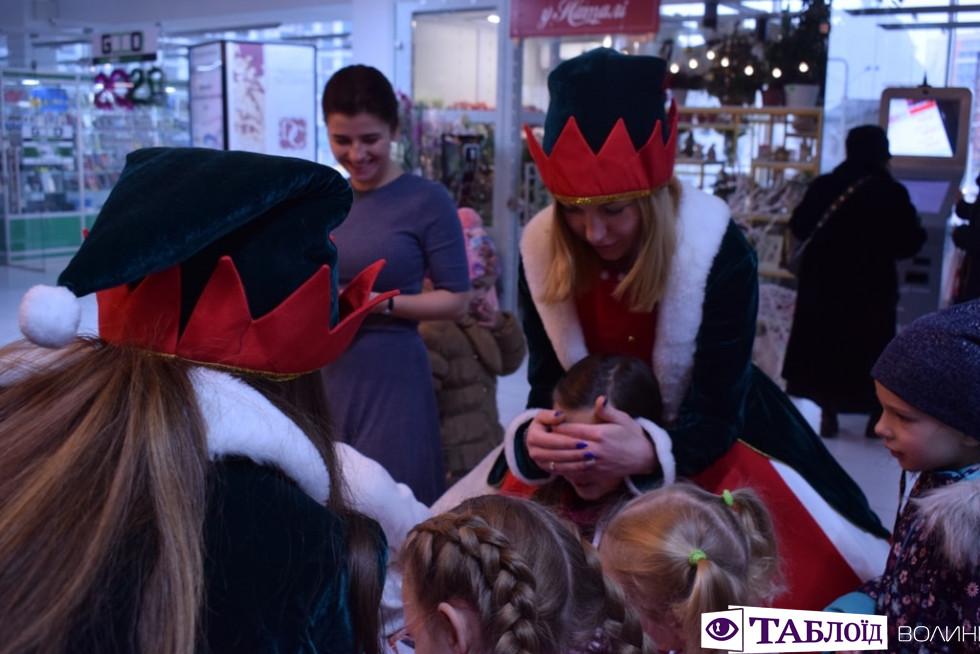 Подарунки, ігри та веселощі: як ельфи розважали малюків у луцькому«Промені»